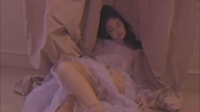 YG chiều Jennie hết sức: đầu tư váy 200 triệu để chụp poster, teaser MV nhìn như lookbook với hơn chục set quần áo - ảnh 12