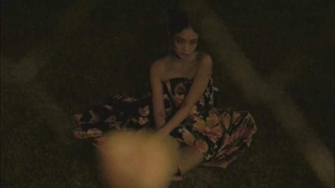 YG chiều Jennie hết sức: đầu tư váy 200 triệu để chụp poster, teaser MV nhìn như lookbook với hơn chục set quần áo - ảnh 7