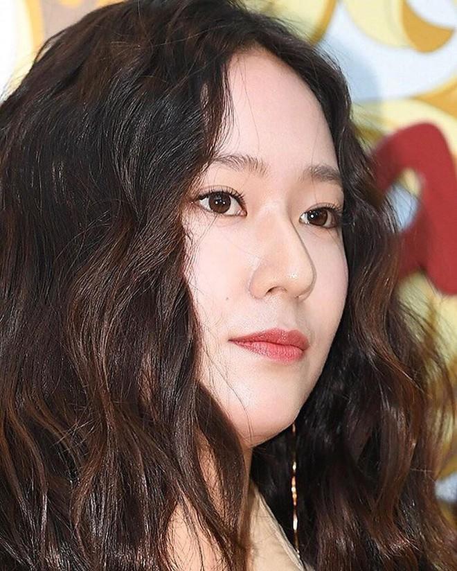 Bà cô già hết thời là những gì netizen mường tượng về style của Krystal đợt này - ảnh 3