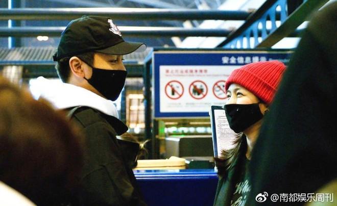 Vợ chồng Trần Hiểu - Trần Nghiên Hy tay nắm chặt tay, trao nhau ánh nhìn siêu ngọt ngào đập tan tin đồn rạn nứt - Ảnh 3.