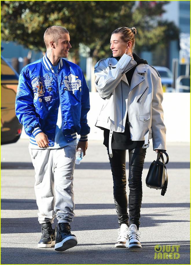 Lột xác đẹp trai hơn, Justin Bieber tươi tắn hết cỡ khi hẹn hò bà xã Hailey Baldwin trên phố - Ảnh 3.