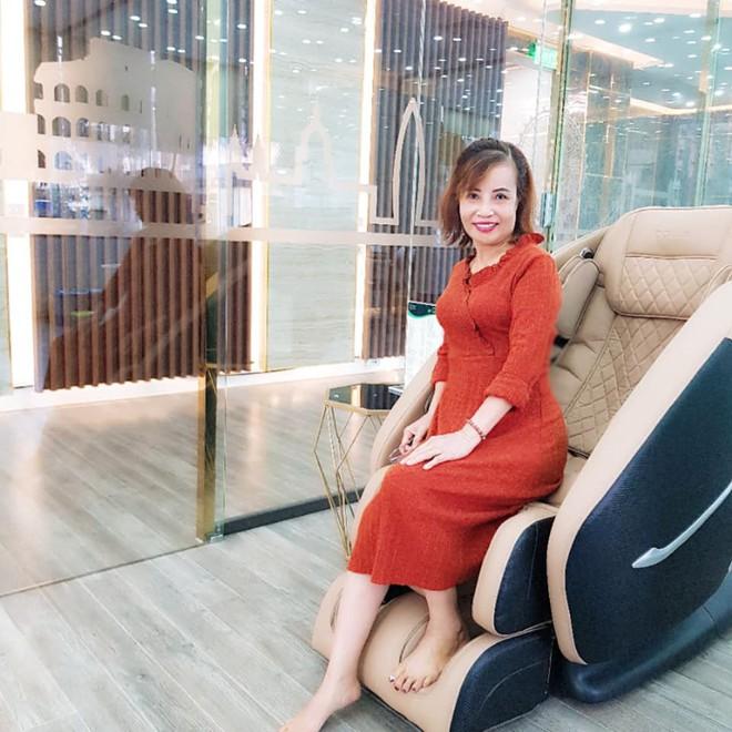 Cô dâu 62 tuổi tiếp tục chi hơn 200 triệu để làm răng sau khi căng da mặt cho xứng đôi với chồng trẻ - ảnh 5