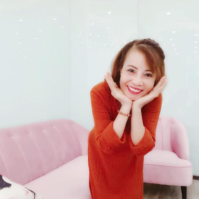 Cô dâu 62 tuổi tiếp tục chi hơn 200 triệu để làm răng sau khi căng da mặt cho xứng đôi với chồng trẻ - ảnh 6