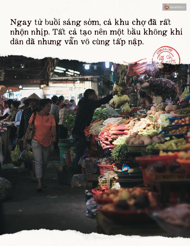 Buổi sáng tại khu chợ lâu năm ở Sài Gòn: đẹp như một thước phim, đồ ăn ngập tràn khắp nơi - Ảnh 3.