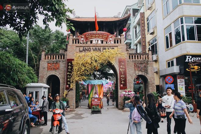Hà Nội xuất hiện con đường ô lãng mạn như ở Bồ Đào Nha, người dân ùn ùn kéo đến chụp ảnh - Ảnh 2.