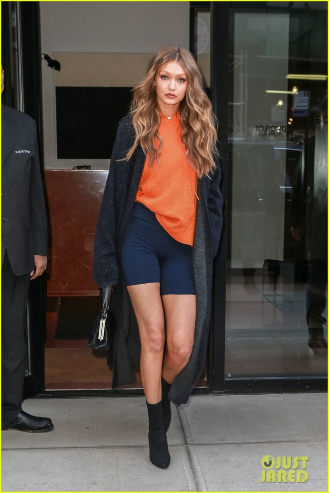 Kendall Jenner, Gigi - Bella Hadid và dàn thiên thần Victorias Secret đọ dáng chuẩn từng centimet trên phố trước giờ G - Ảnh 4.