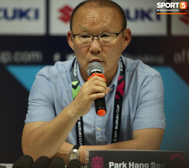 HLV Park Hang-seo bực mình sau trận Lào vs Việt Nam tại AFF CUP 2018 - Ảnh 2.