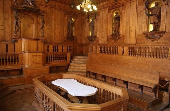 Choáng ngợp với kiến trúc nguy nga tráng lệ như cung điện Hoàng gia của ngôi trường lâu đời nhất Châu Âu - Ảnh 14.