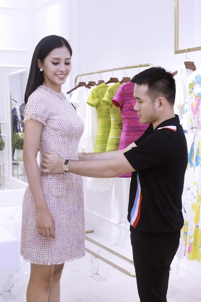 Trần Tiểu Vy khoe nhan sắc rạng rỡ, tất bật chuẩn bị váy áo 1 ngày trước khi lên đường dự thi Miss World - Ảnh 5.