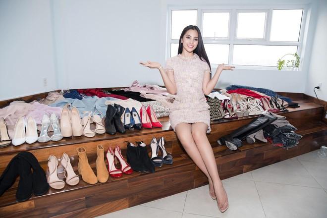 Hoa hậu Trần Tiểu Vy chuẩn bị hơn 20 đôi giày cho Miss World  - Ảnh 1.