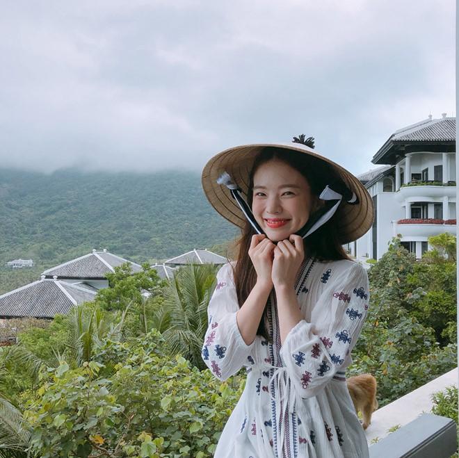 Thiên thần nội y Hàn Quốc Lee Ha Neul đang thăm thú Hội An, khoe ảnh mặc áo dài đội nón lá - ảnh 11