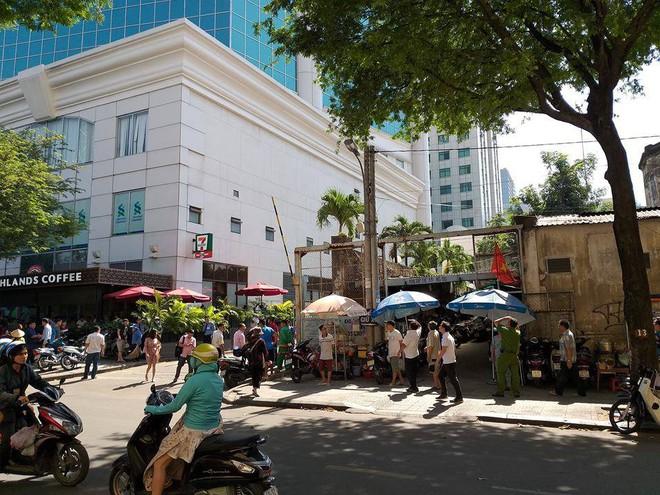 Saigon Trade Center nghi án  có người đàn ông tự tử - Ảnh 2.