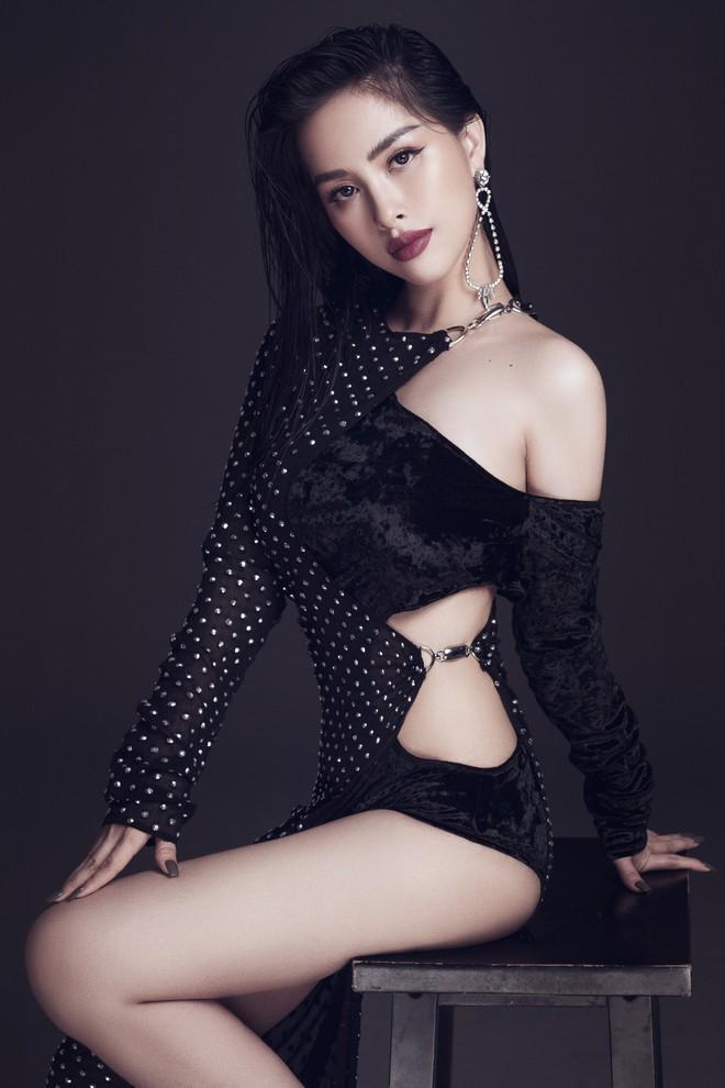 Trang Pilla khoe ảnh mới, dân tình giật mình vì quá giống Hoa hậu Tiểu Vy - ảnh 3