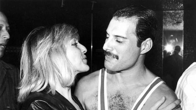 Câu chuyện về huyền thoại Freddie Mercury cùng người phụ nữ duy nhất mà ông yêu trong suốt cuộc đời - ảnh 8