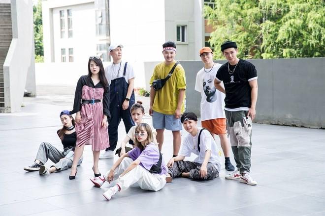 Không phải bìa tạp chí hay dàn mẫu tham dự Fashion Week đâu, đây là bộ ảnh kỷ yếu của lớp nhà người ta đó! - ảnh 9