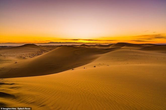 Nhiệt độ xuống -25 độ C, sa mạc ở Trung Quốc phủ đầy tuyết trắng - ảnh 1