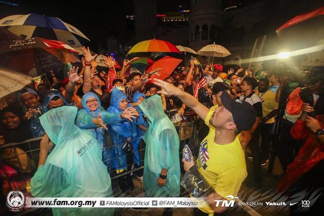 Thất bại trước Việt Nam, đội tuyển Malaysia vẫn được chào đón như những người hùng khi về nước - ảnh 6