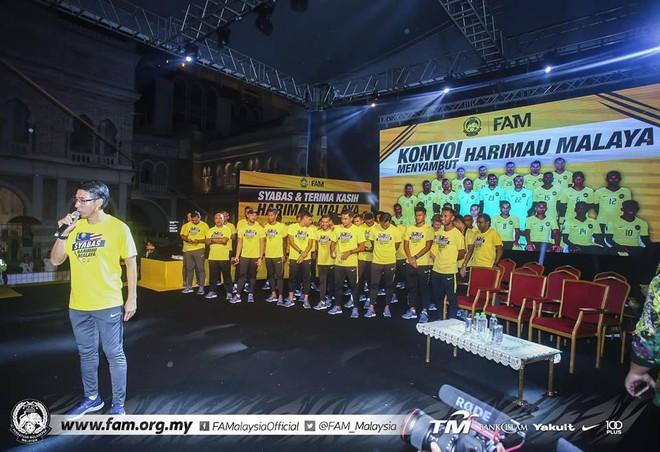 Thất bại trước Việt Nam, đội tuyển Malaysia vẫn được chào đón như những người hùng khi về nước - ảnh 9