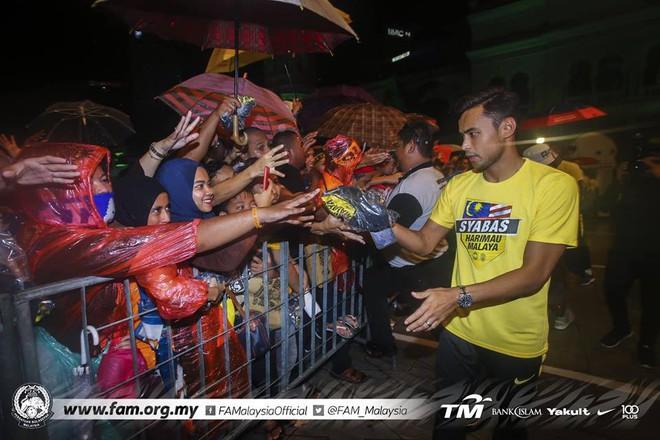 Thất bại trước Việt Nam, đội tuyển Malaysia vẫn được chào đón như những người hùng khi về nước - ảnh 5