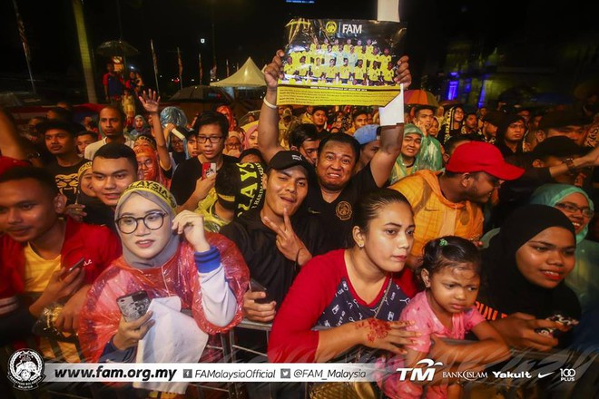 Thất bại trước Việt Nam, đội tuyển Malaysia vẫn được chào đón như những người hùng khi về nước - ảnh 4