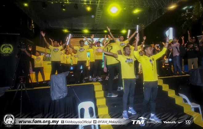 Thất bại trước Việt Nam, đội tuyển Malaysia vẫn được chào đón như những người hùng khi về nước - ảnh 8
