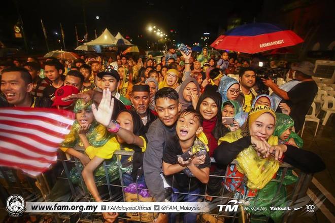Thất bại trước Việt Nam, đội tuyển Malaysia vẫn được chào đón như những người hùng khi về nước - ảnh 7