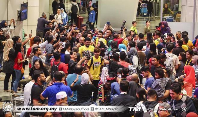 Thất bại trước Việt Nam, đội tuyển Malaysia vẫn được chào đón như những người hùng khi về nước - ảnh 3