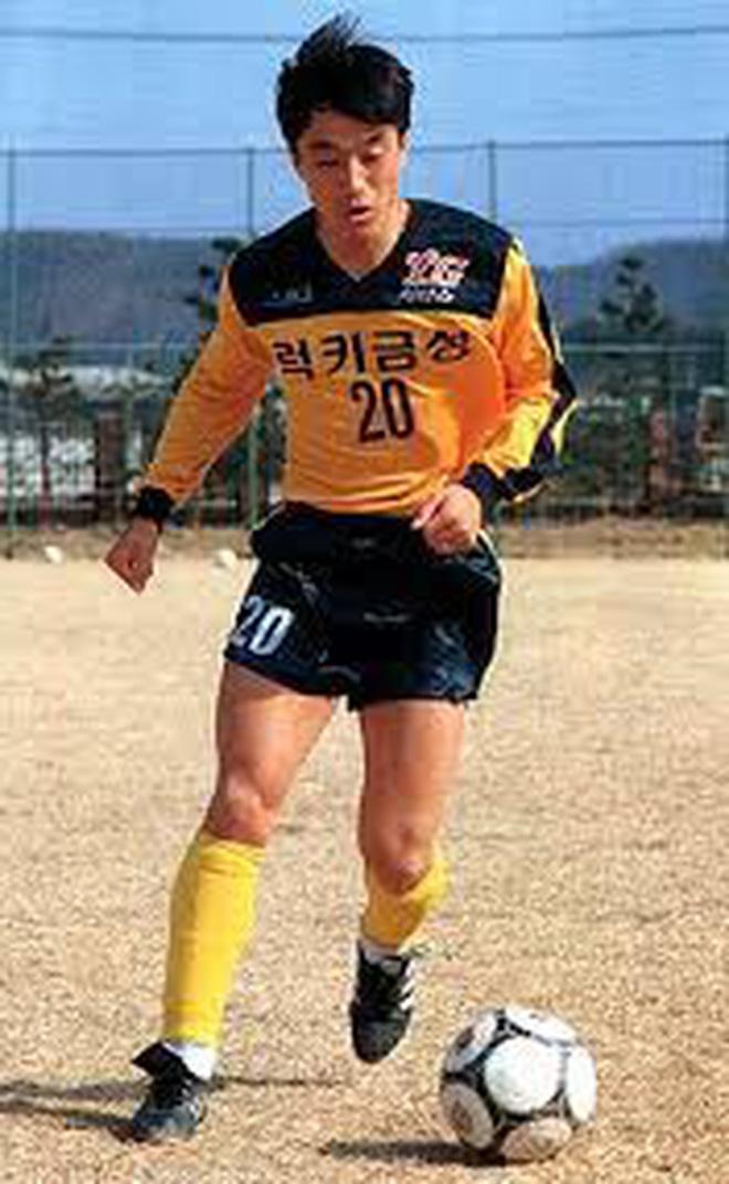 Mải miết tung hô thầy Park, chúng ta đã quên mất HLV Lee Young-jin - người hùng thầm lặng của đội tuyển Việt Nam - ảnh 2