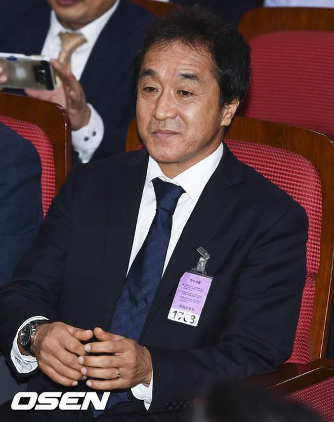 Mải miết tung hô thầy Park, chúng ta đã quên mất HLV Lee Young-jin - người hùng thầm lặng của đội tuyển Việt Nam - ảnh 3