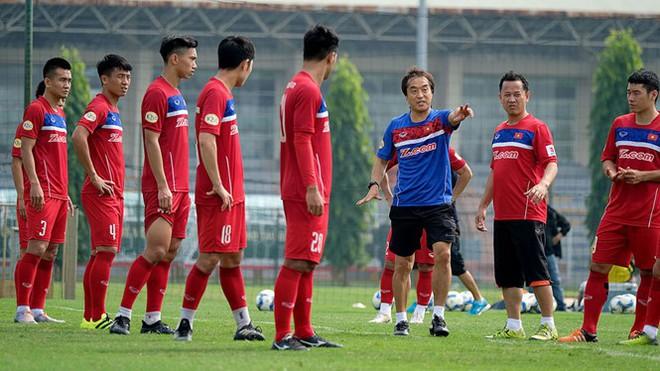 Mải miết tung hô thầy Park, chúng ta đã quên mất HLV Lee Young-jin - người hùng thầm lặng của đội tuyển Việt Nam - ảnh 9