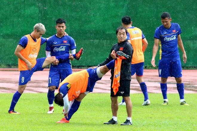 Mải miết tung hô thầy Park, chúng ta đã quên mất HLV Lee Young-jin - người hùng thầm lặng của đội tuyển Việt Nam - ảnh 10