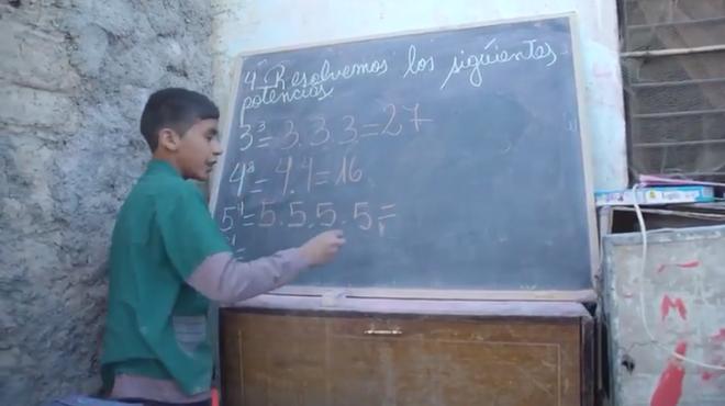 Câu chuyện phi thường của cậu bé 12 tuổi đã là hiệu trưởng, tự thành lập trường học để dạy chữ miễn phí cho trẻ em - Ảnh 4.