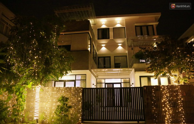 Những biệt thự triệu đô ở phố nhà giàu Sài Gòn được trang hoàng lộng lẫy như cung điện để đón Noel - Ảnh 9.