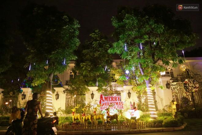 Những biệt thự triệu đô ở phố nhà giàu Sài Gòn được trang hoàng lộng lẫy như cung điện để đón Noel - Ảnh 11.