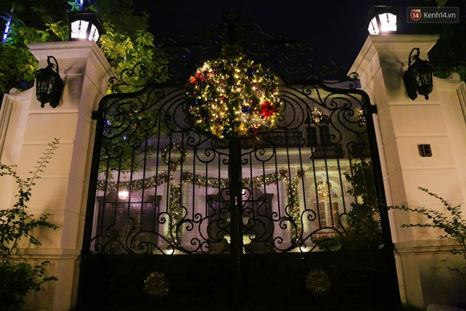 Những biệt thự triệu đô ở phố nhà giàu Sài Gòn được trang hoàng lộng lẫy như cung điện để đón Noel - Ảnh 8.