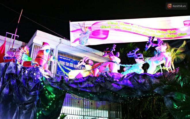 Người Sài Gòn đổ về xóm đạo đẹp nhất Gò Vấp để vui chơi, chụp ảnh trong mùa Giáng sinh - Ảnh 7.