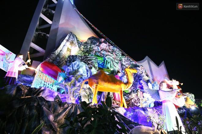 Người Sài Gòn đổ về xóm đạo đẹp nhất Gò Vấp để vui chơi, chụp ảnh trong mùa Giáng sinh - Ảnh 6.