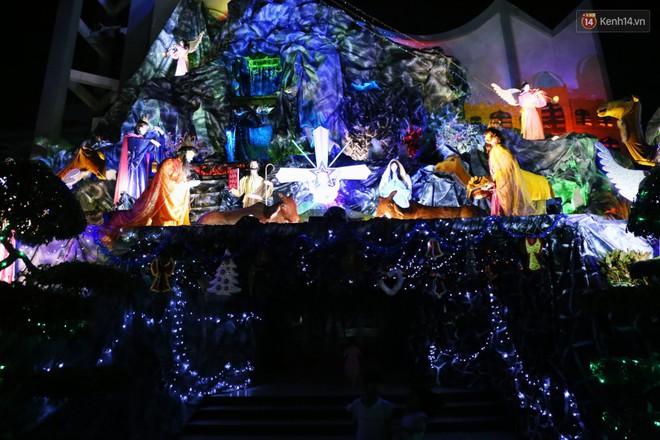 Người Sài Gòn đổ về xóm đạo đẹp nhất Gò Vấp để vui chơi, chụp ảnh trong mùa Giáng sinh - Ảnh 12.