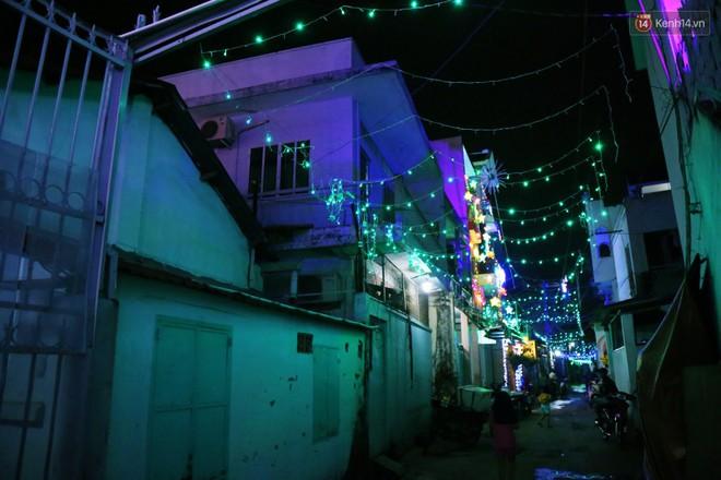 Người Sài Gòn đổ về xóm đạo đẹp nhất Gò Vấp để vui chơi, chụp ảnh trong mùa Giáng sinh - Ảnh 13.