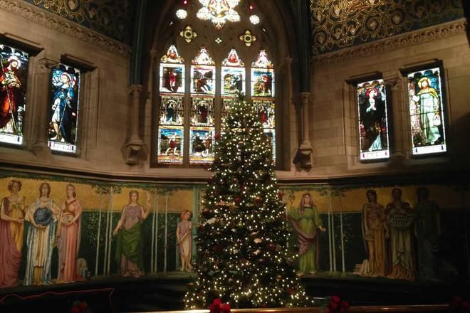 Choáng ngợp khung cảnh Noel ở các trường ĐH: Con nhà giàu sướng thật, đón Giáng sinh cũng chảnh hơn người! - Ảnh 4.
