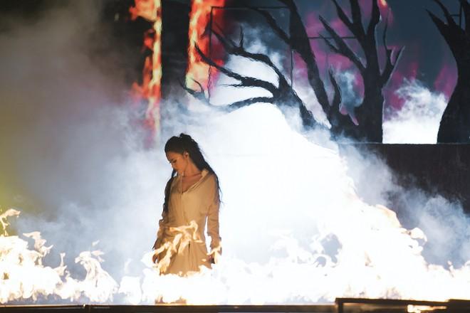 Chùm ảnh đẹp trong liveshow Ten On Ten của Đông Nhi: Xứng đáng là đêm diễn đỉnh nhất năm 2018! - Ảnh 10.