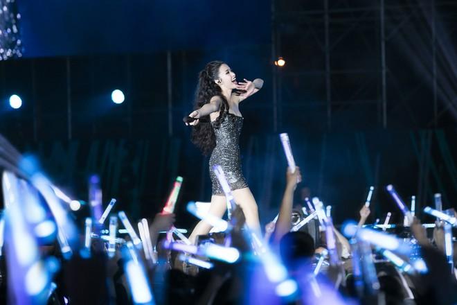 Chùm ảnh đẹp trong liveshow Ten On Ten của Đông Nhi: Xứng đáng là đêm diễn đỉnh nhất năm 2018! - Ảnh 11.