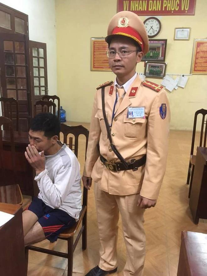 Hà Nội: Giả vờ vào nhà cô giáo xin nước rồi dùng dao khống chế cướp dây chuyền - Ảnh 1.