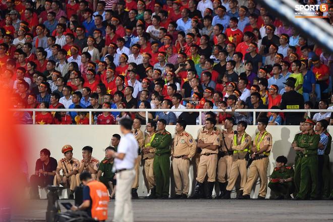 Mới đón chức vô địch AFF Cup chưa lâu, SVĐ Mỹ Đình đã giảm nhiệt ngày trở lại - ảnh 8