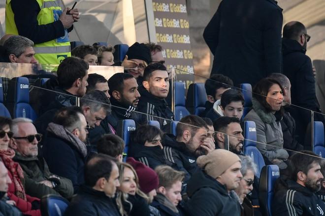 Vào sân từ ghế dự bị, Ronaldo đóng vai đấng cứu thế giúp Juventus thoát thua hú hồn - Ảnh 2.