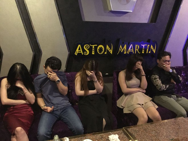 Dân chơi sử dụng ma túy ở quán karaoke hối lộ cảnh sát hòng thoát thân - Ảnh 3.