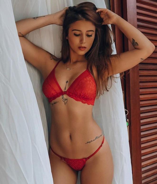 Bạn gái tin đồn của Neymar - cầu thủ đắt giá nhất thế giới: Siêu mẫu ngực khủng, body chuẩn đét - Ảnh 9.