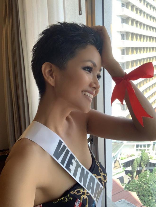 Sức công phá những ngày đầu của HHen Niê tại Miss Universe 2018: Một ngày thay 4 bộ váy, nhẵn mặt trong các BXH uy tín - Ảnh 7.