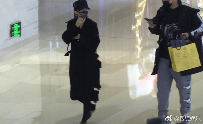 Triệu Lệ Dĩnh lẻ loi đi mua sắm không có Phùng Thiệu Phong, gương mặt bầu bĩnh lên trông thấy - Ảnh 6.