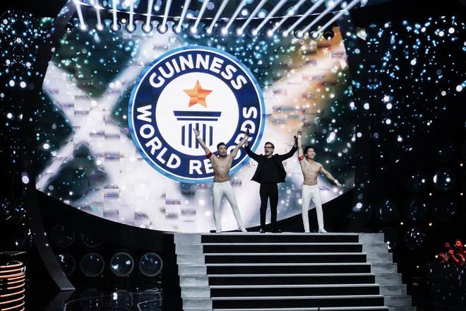 Anh em Quốc Cơ - Quốc Nghiệp xác lập kỉ lục Guinness Thế giới tại Ý với thành tích ấn tượng - Ảnh 1.